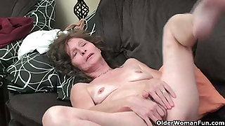 Saggy granny in the matter of stockings masturbates prudish pussy
