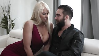 Bossy milf London River rubs their way cunt all over dude's face and gives him a blowjob