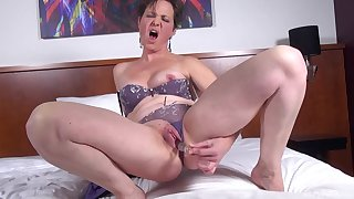 Solo mature with short hair loves to dollop their way pussy with a dildo