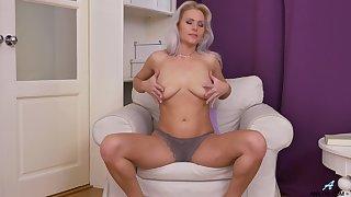 Homemade video of cute Kathy Anderson pleasuring her cravings